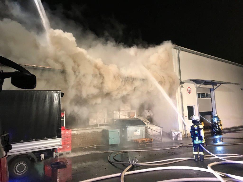 Lagerhallenbrand in Meerbusch Büderich (14.12.18)