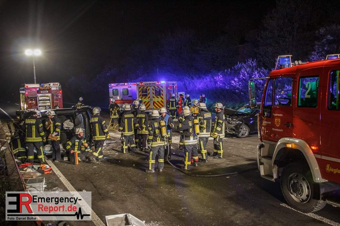 Verkehrsunfall A57 am 31.03.19 (Foto: emergency report)